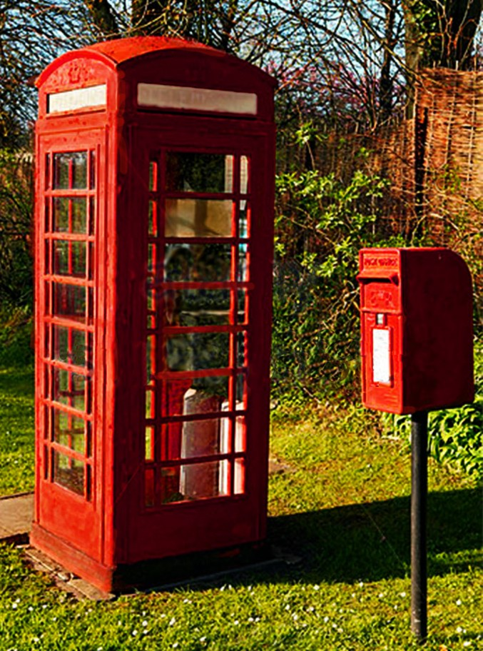 Phone box and postbox at the manor house